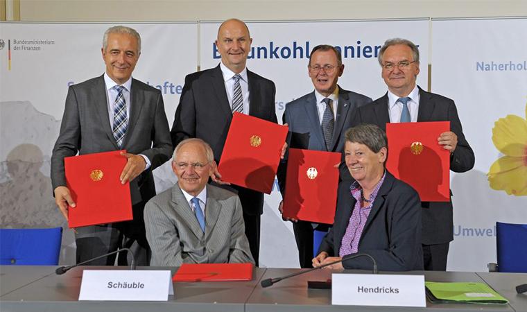 VA-VI-unterzeichnet in Berlin BMin Schäuble und Hendricks sowie Ministerpräsidenten